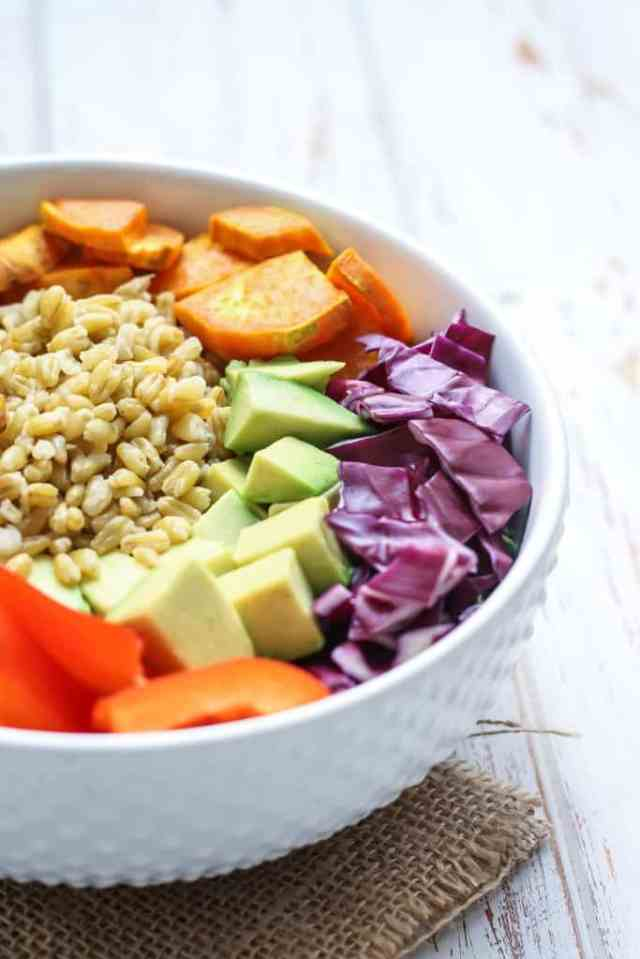 30+ Veggie Bowls to Keep Your Work Lunches Healthy {vegan, gf options} // pumpkin & peanut butter