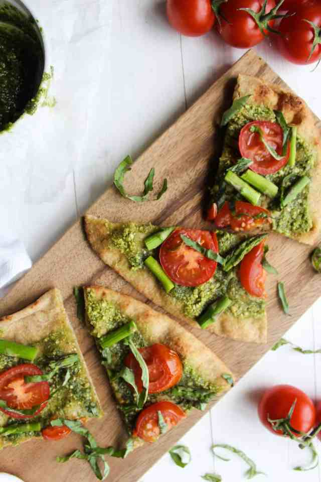 Pesto Naan Pizza with Roasted Tomatoes & Asparagus {vegan} // pumpkinandpeanutbutter.com