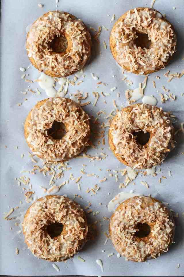 Toasted Coconut Pumpkin Spice Donuts {vegan} // pumpkinandpeanutbutter.com