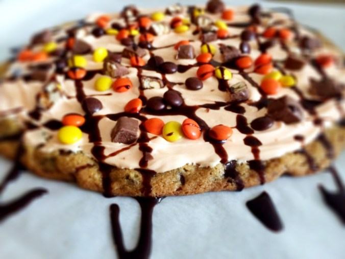 cookie pizza side view