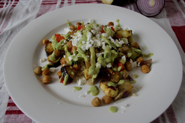 Ofengemüse mit Avocadodressing & Feta