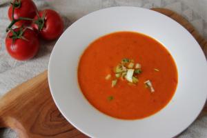 Tomaten-Paprika-Suppe mit Kokos