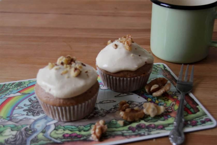 Walnuss Cupcakes mit Kaffee-Orangen-Creme