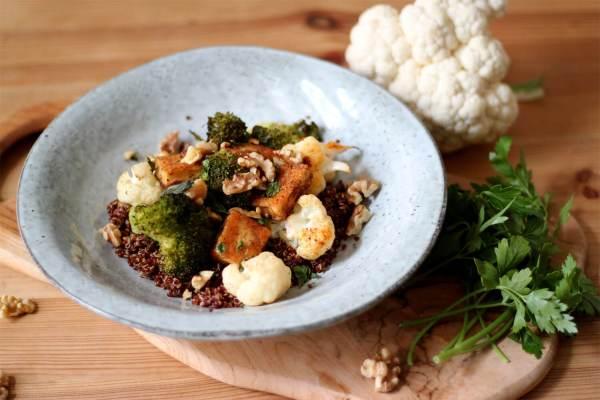 Geröstetes Gemüse mit Quinoa & Halloumi