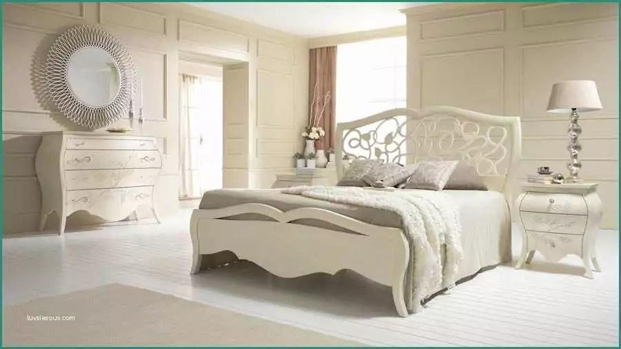 Un pezzo unico che non può mancare in una camera da letto dal gusto elegantemente classico., effetto noce. Camere Da Letto Arte Povera Mondo Convenienza