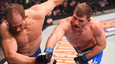 121414-UFC-Stipe-Miocic-punches-Junior-Dos-Santos-PI.vresize.1200.675.high.40