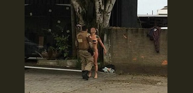 [PHOTOS] Woman goes naked to protest hours-old car that broke down