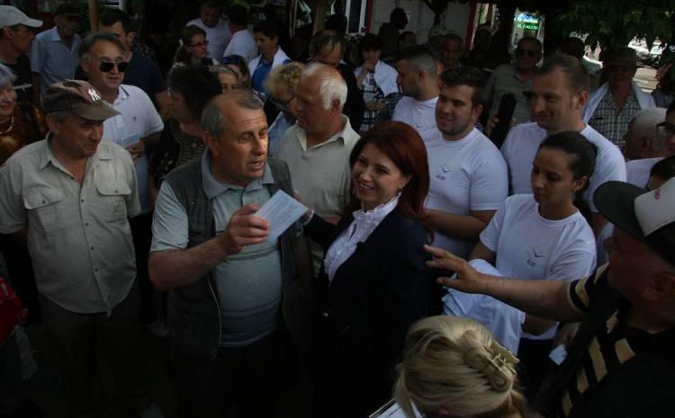 ANIŞOARA STĂNCULESCU: Cer tuturor candidaţilor să pună pe primul plan Craiova. Oraşul nostru are probleme mari pe care trebuie să le discutăm deschis