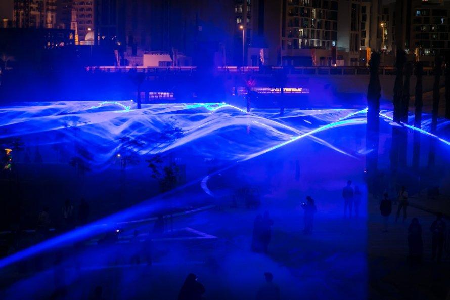 Studio Roosegaarde – Waterlicht fényinstalláció, Dubai, 2017. Kép: Studio Roosegaarde.