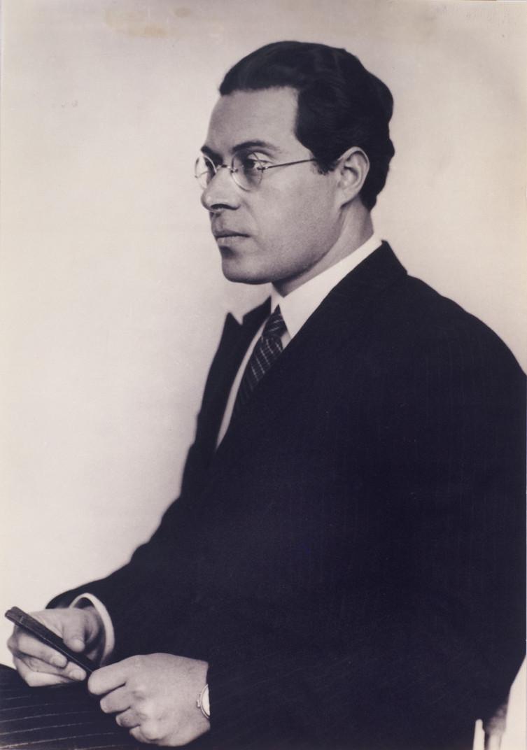 Moholy-Nagy László portréja. A fotót Hugo Erfurth készítette, 1930 körül.  Forrás: Wikimedia Commons