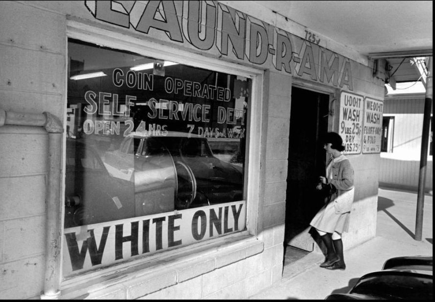 White Only Laundry Mat (1950s), New Orleans. Forrás: theseamericans.com