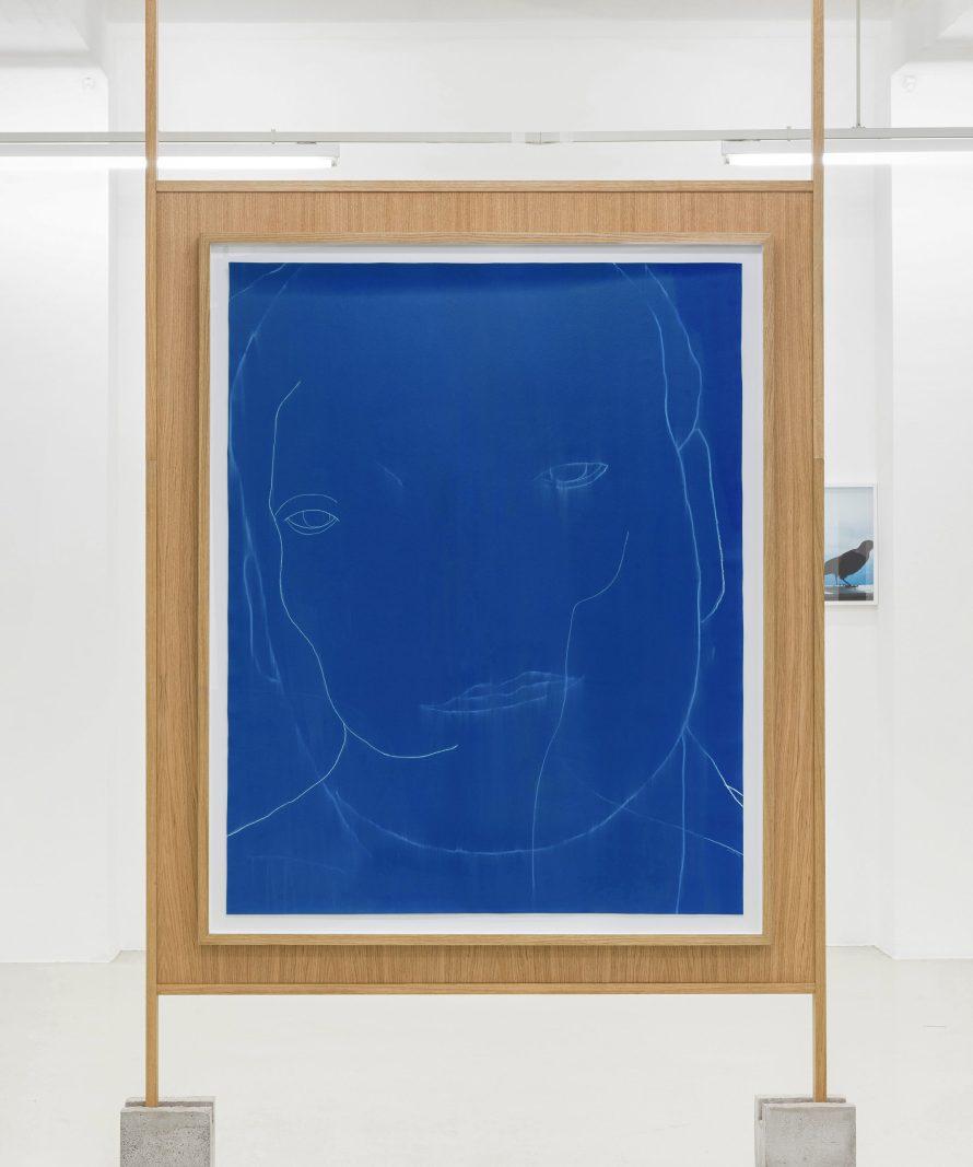 Perlaki Márton: Parents (blue), 2018., akrilfesték és szénceruza papíron, 131x163 cm, Fotó: Biró Dávid