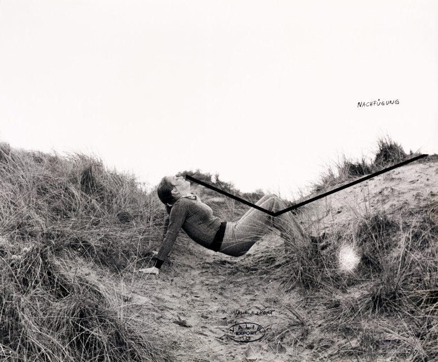 Fotó: <b>Valie Export</b>:<br> <i>»Nachfügung«, from the series »Körperkonfigurationen«, 1974</i><br> © OstLicht Photo Auction
