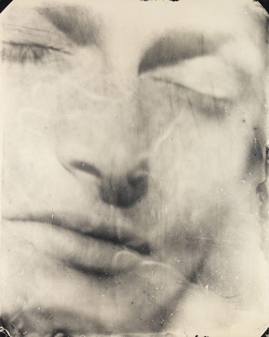 Fotó: <b>Sally Mann</b>: Jessie #25, 2004<br> gelatin silver print<br> sheet: 123.19 × 97.47 cm (48 1/2 × 38 3/8 in.) framed: 127 × 101.92 cm (50 × 40 1/8 in.)<br> National Gallery of Art, Washington<br> Gift of Stephen G. Stein<br> Image © Sally Mann
