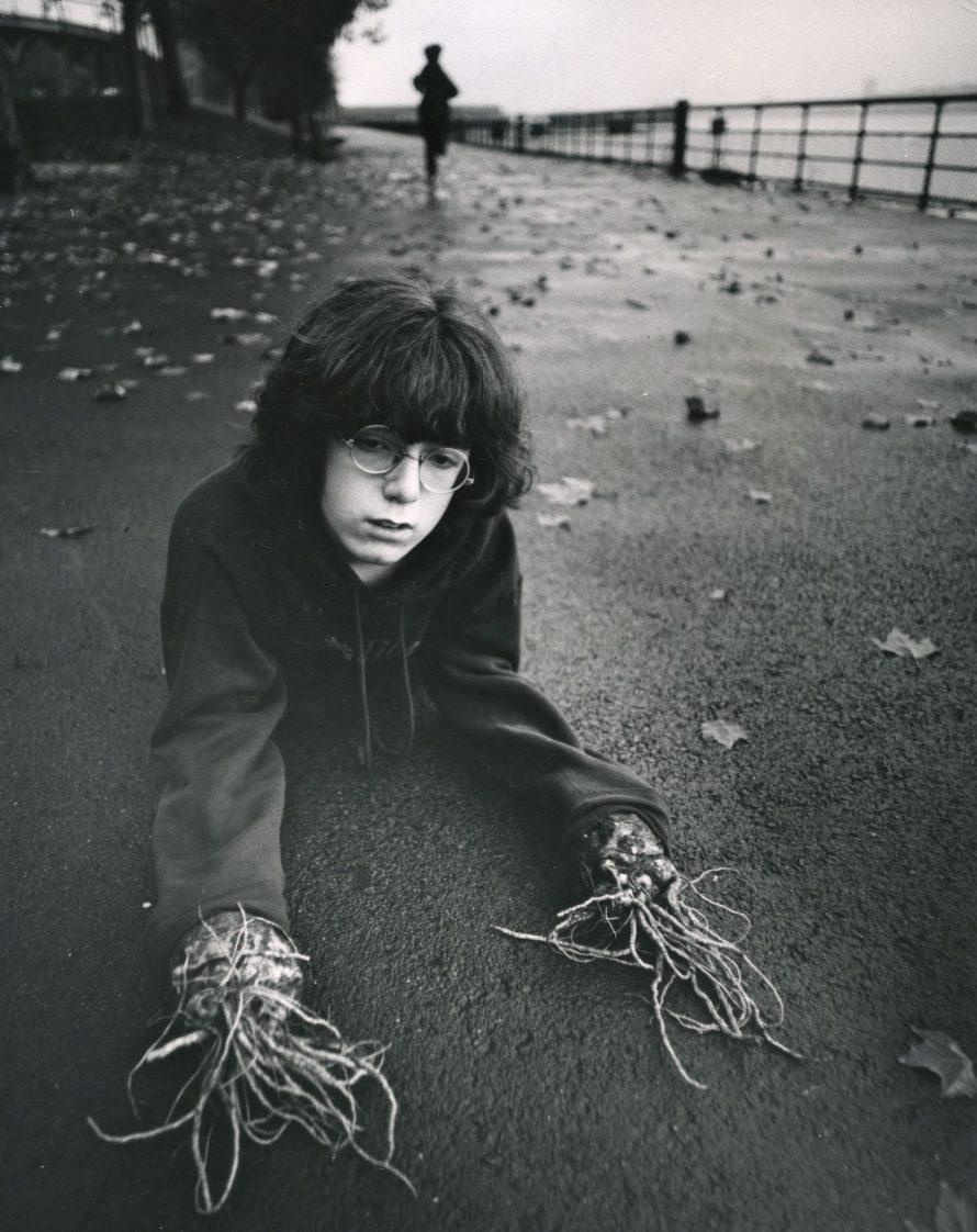 Fotó: <b>Arthur Tress</b>: Boy with root hands, New York, 1971 © Arthur Tress Archive LLC