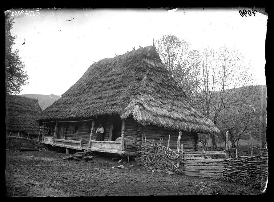 Fotó: Rutén ház<br> Jankó János felvétele<br> Verecke, 1895<br> Néprajzi Múzeum, F 512