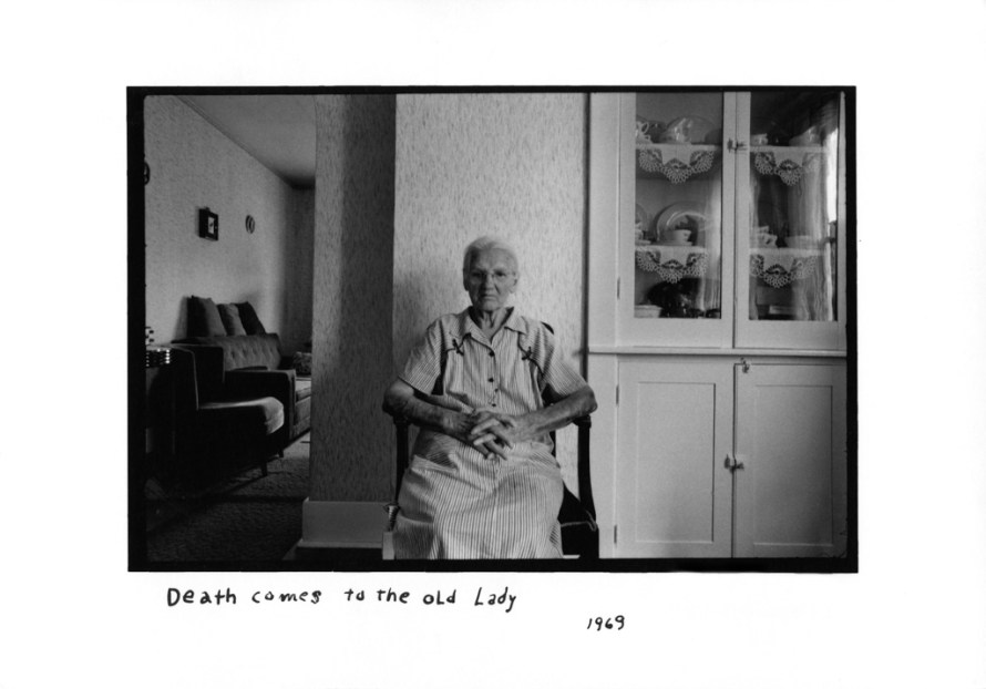 Fotó: <b>Duane Michals</b>: Death Comes to the Old Lady, 1969<br> © Duane Michals. Courtesy of DC Moore Gallery, New York