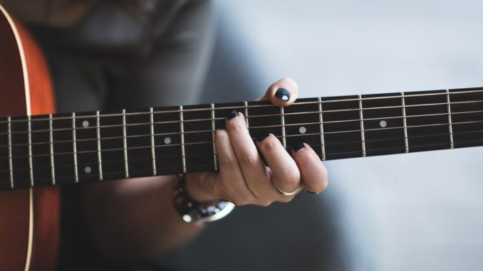The Acoustic Grunge Awesomeness playlist is a collection of songs from 90s grunge to more recent rock bands. The Cranberries, HIM and Switchfoot to name a few. Stream free on the Punky Moms Mixtapes Spotify station.
