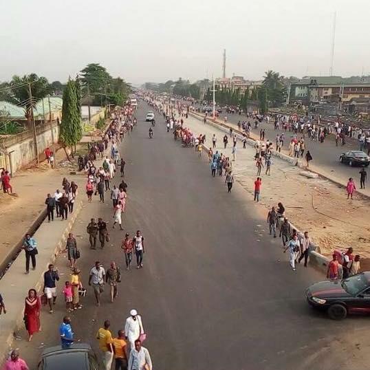 Buhari tricks Lagosians into endorsing second term bid with mass trekking