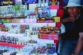 Foto de una vendedora de la Feria de Alasitas de Puno.
