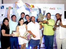Tripulantes de lancha Knot Insured, ganadora Primer Lugar