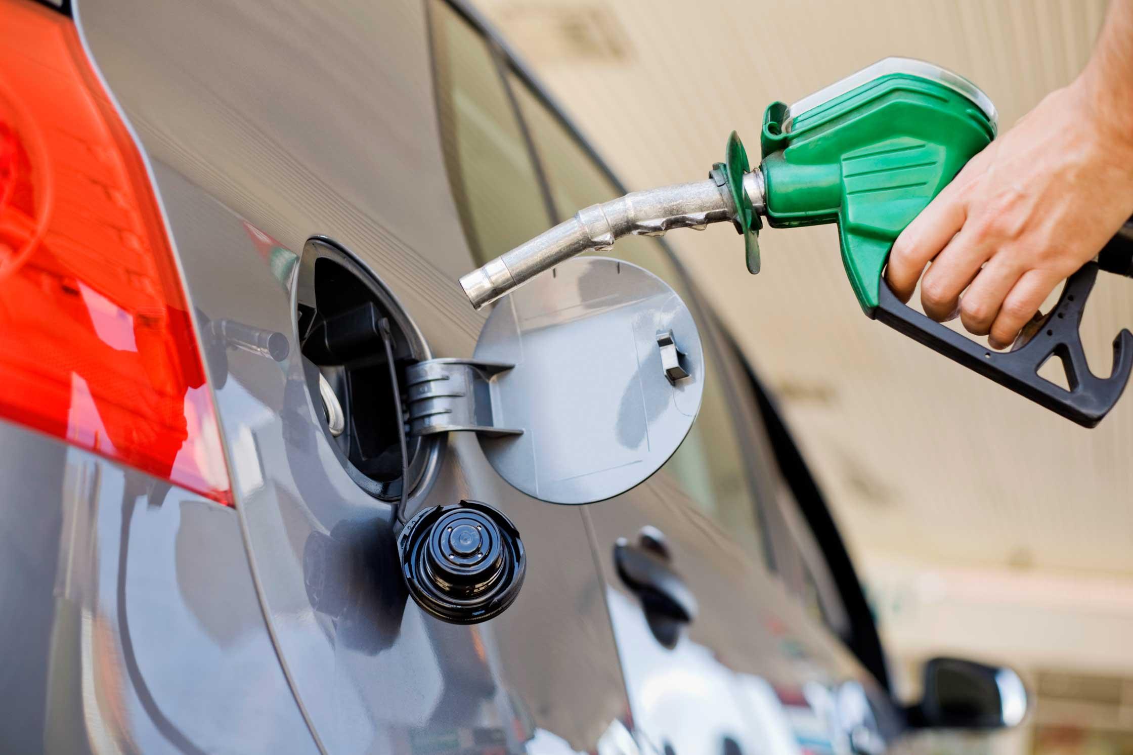 Continúa alza precios de combustibles, gobierno absorberá 50 % del aumento • Online Punta Cana Bavaro