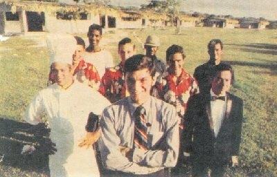 Frank tainieri y su equipo en los años 70. Imagen icónica y mencionada como la primer selfie que se realizó en Punta Cana