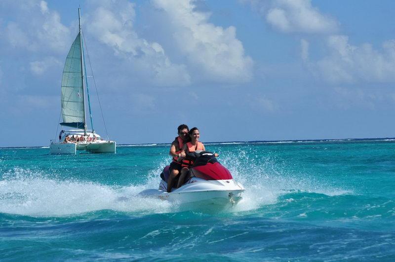Prohíben desde el jueves el uso de embarcaciones de motor en playas de RD •  Online Punta Cana Bavaro