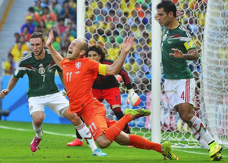 Nombran ciudadano ilustre de Holanda a Robben, el coreógrafo mayor del fútbol europeo