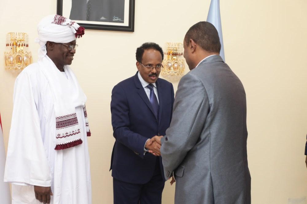 Farmaajo Oo Ka Gudoomay Warqadaha Aqoonsiga Safiirada Sudan & Turkiga