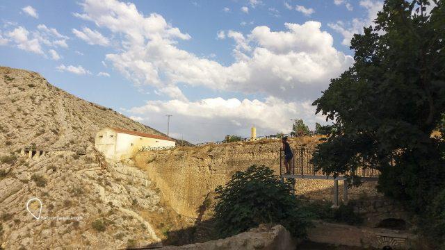 Imagen de la presa romana desde uno de los miradores.