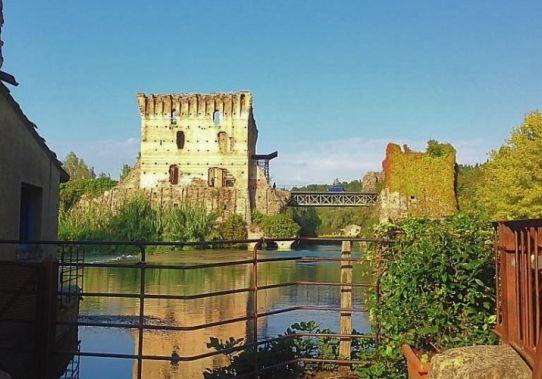 borghetto foto con fiume e castello