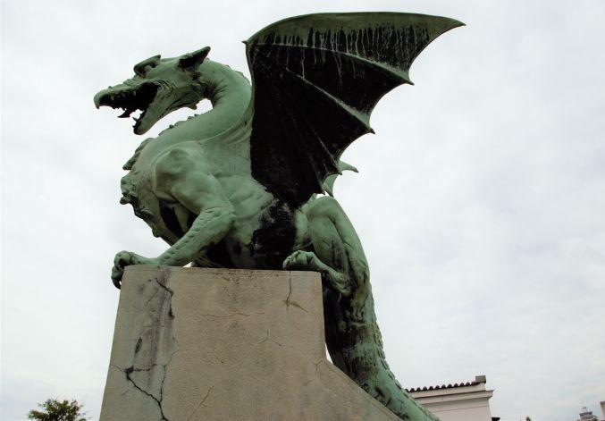 famosissima statua del drago in uno dei tanti ponti a Lubiana