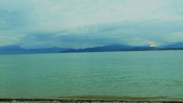 immagine del lago di garda lato bresciano