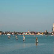 in barca in laguna in direzione di torcello burano e san francesco del deserto