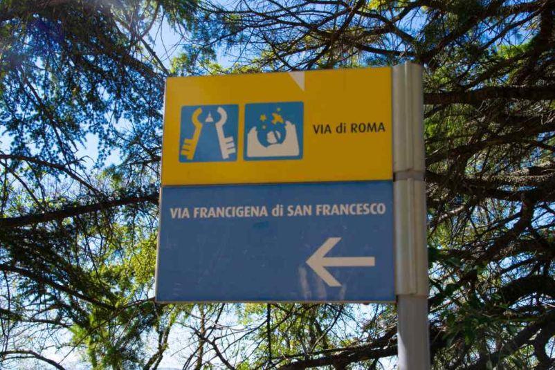 cartello della via francigena