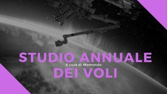 immagine su sfondo grigio e viola con scritto studio annuale dei voli a cura di Momondo