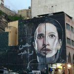 Articolo città della street art con un murales di viso di ragazzo