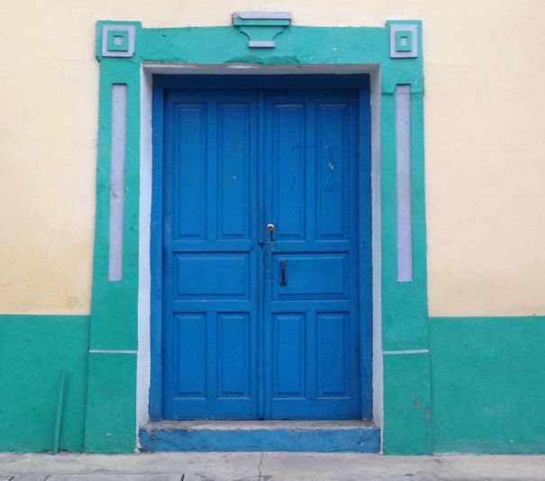 tipica porta colorata a flores