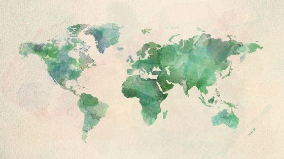 giro del mondo in treno aereo o nave: titolo dell'articolo e immagine del mondo