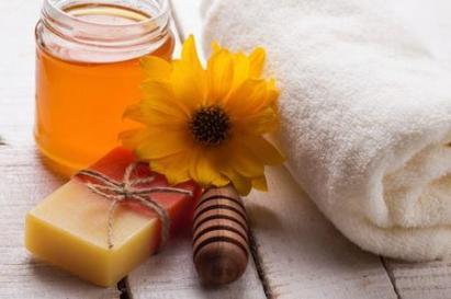 come-usare-il-miele-per-preparazioni-cosmetiche-fai-da-te_099df13ed5dffaff056946c55f18c0e3