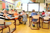 Niños sentados en el aula