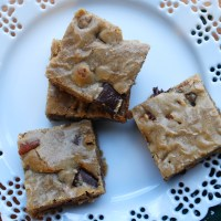 brown butter chocolate chunk-pecan blondies