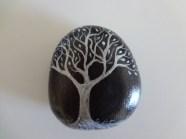 piedra negra con arbol plata - puponelandia.com