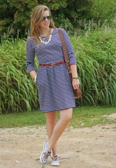 striped-dress-brown-accessories-3