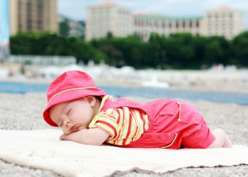 Новорожденный плохо спит днем что делать. Почему новорожденный, грудничок плохо спит ночь или днём: как помочь малышу и скорректировать режим сна. Не соблюдение температурного режима