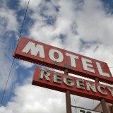 モーテルの看板の写真