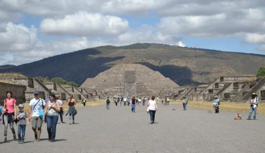 思ったより修復されてたメキシコ古代遺跡テオティワカン登頂!