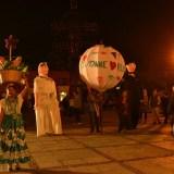 メキシコ・オアハカの結婚式音楽団と踊り子待機の写真