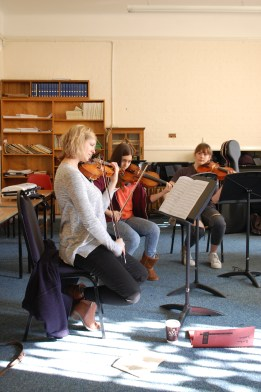 Hannah Dawson leading the Brahms Sextet